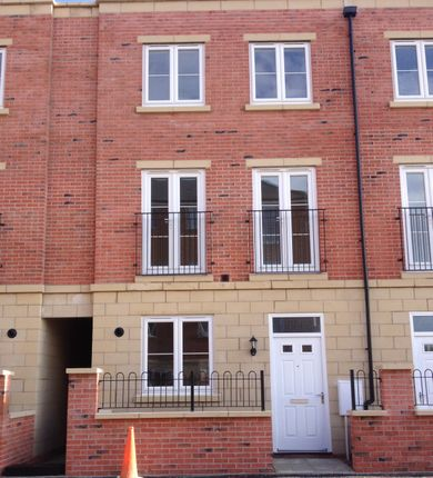 Thumbnail Terraced house to rent in Longview Terrace, Boston