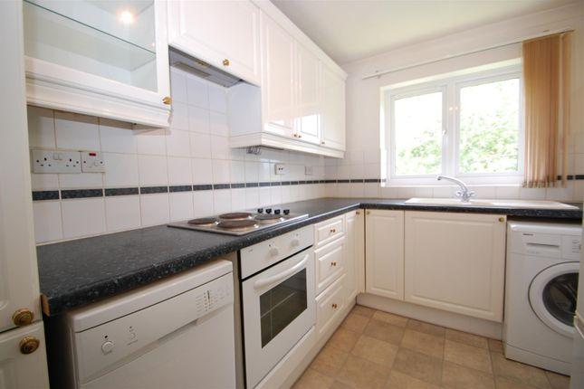 2 bed flat to rent in Longmead, Liss GU33