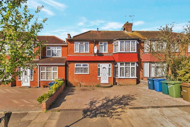 4 bed semi-detached house to rent in Wetheral Drive, Stanmore HA7