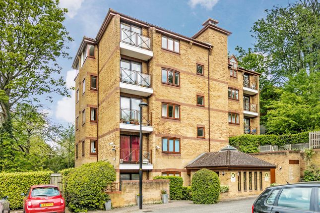 Thumbnail Flat to rent in Carlton Place 32 Kingswood Drive, London