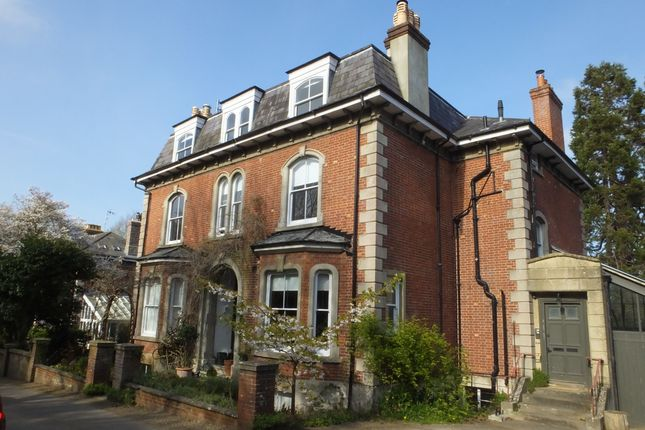 Thumbnail Flat to rent in Wallands Crescent, Lewes
