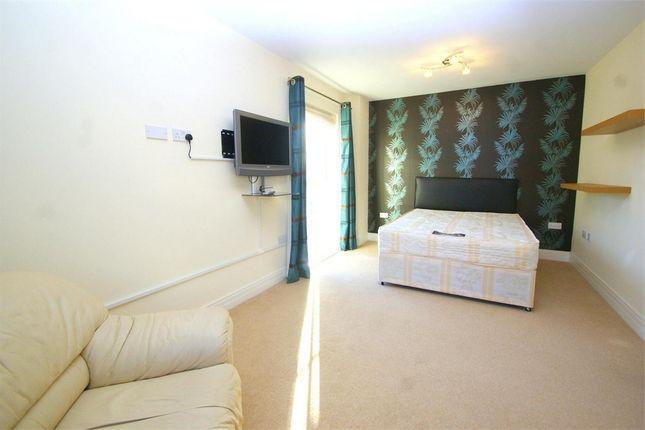 Thumbnail Room to rent in Benjamin Lane, Wexham, Berkshire