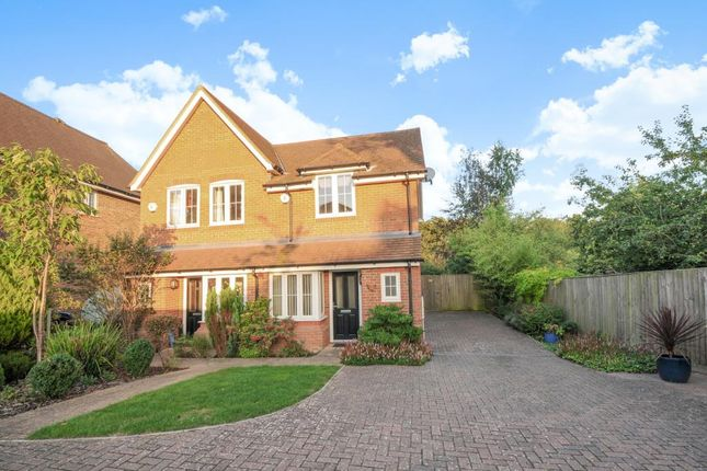 Thumbnail Semi-detached house to rent in Hillside Gardens, Amersham