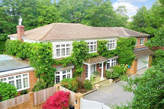 Thumbnail Detached house for sale in Garden Close Lane, Newbury