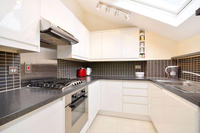 2 bed flat to rent in Cambridge Gardens, North Kensington