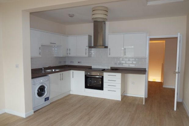 Thumbnail Flat to rent in Darwen Road, Bromley Cross, Bolton .