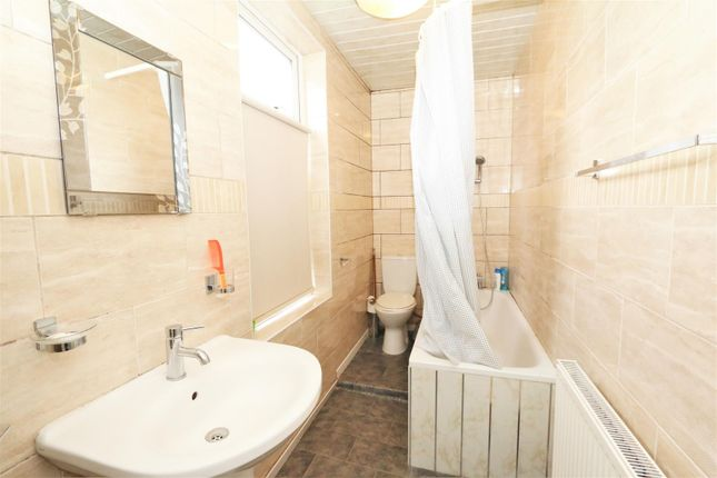 Bathroom of Boynton Terrace, Bradford BD5