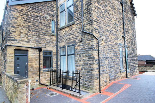 Thumbnail Flat to rent in Rosemont Road, Bramley, Leeds