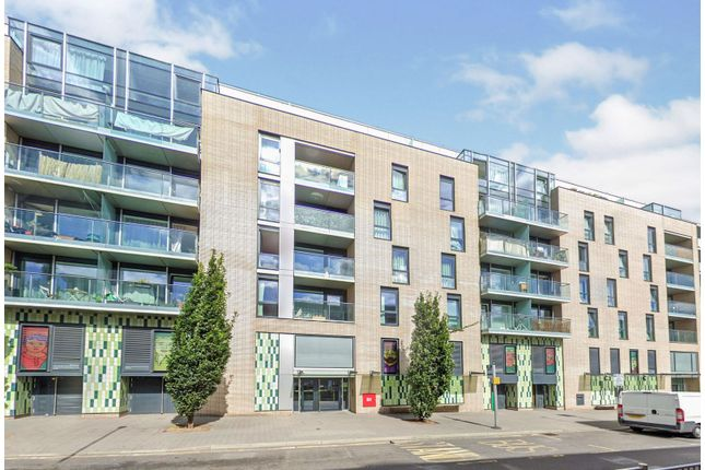 2 bed flat for sale in Station Approach, Epsom KT19