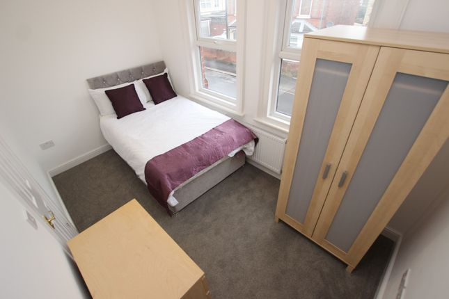 Room to rent in Thames Avenue, Reading