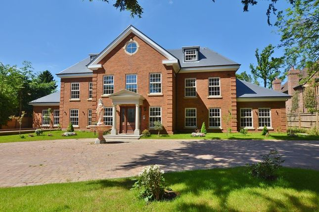 Thumbnail Flat for sale in Milton Court, Gregories Road, Beaconsfield
