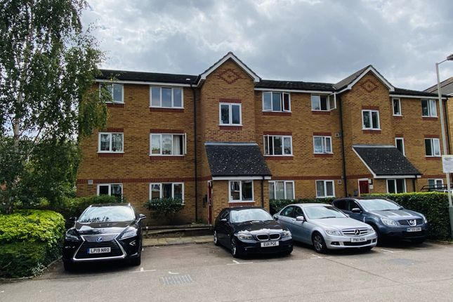 Thumbnail Flat for sale in Richens Close, Hounslow