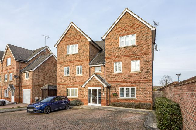 556170 (12) of Summer Court, Sindlesham, Berkshire RG41