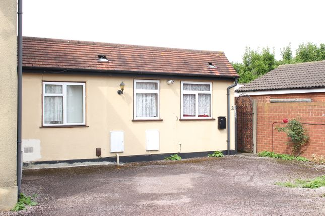 Thumbnail Flat to rent in Salt Hill Avenue, Slough