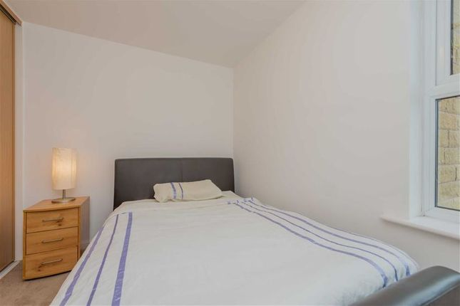 Bedroom: of Gomersall House, Cavendish Approach, Drighlington, West Yorkshire BD11