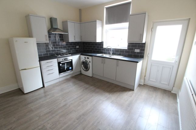Terraced house to rent in Grosvenor Square, Sheffield