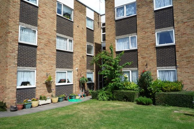 1 bed flat to rent in Lampits, Hoddesdon