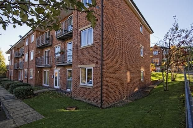 2 bed flat to rent in Woodeson Lea, Rodly