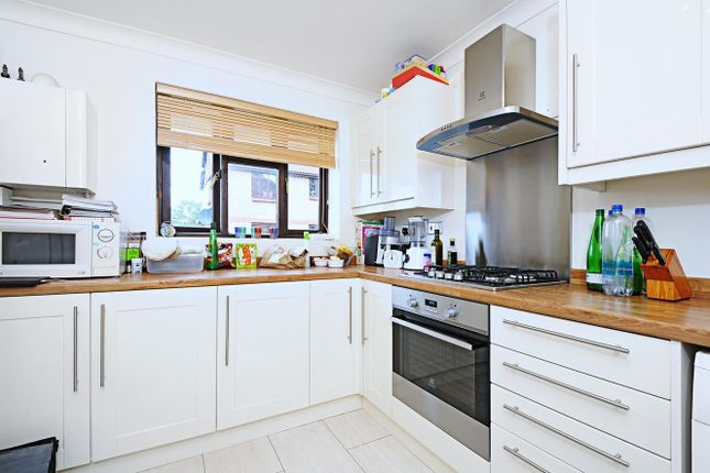 1 bed flat to rent in Rosethorn Close, London