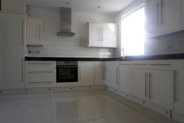 3 bed flat to rent in Nellgrove Road, Hayes