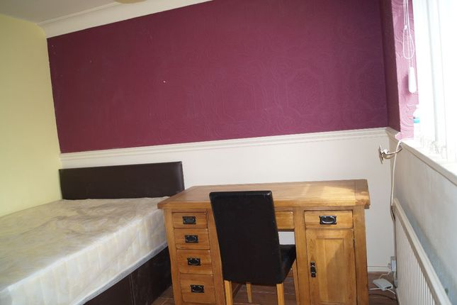 Room to rent in Selby Drive, Salford