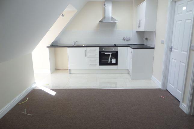 Thumbnail Flat to rent in Thornbridge Road, Iver