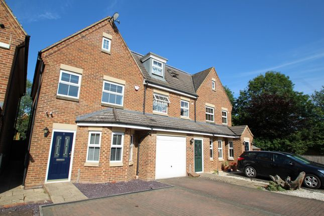 Town house for sale in Stratford Close, Aston Clinton, Aylesbury