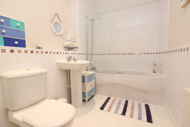 Bathroom of Century Quay, Vauxhall Street, Sutton Harbour, Plumouth, Devon PL4