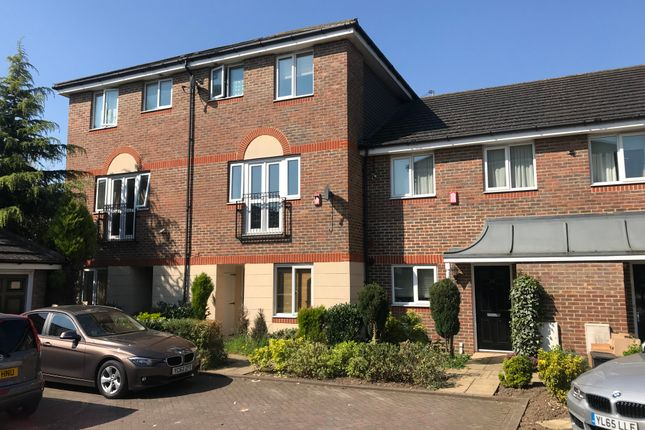 Town house to rent in Quarles Park Road, Chadwell Heath, Romford
