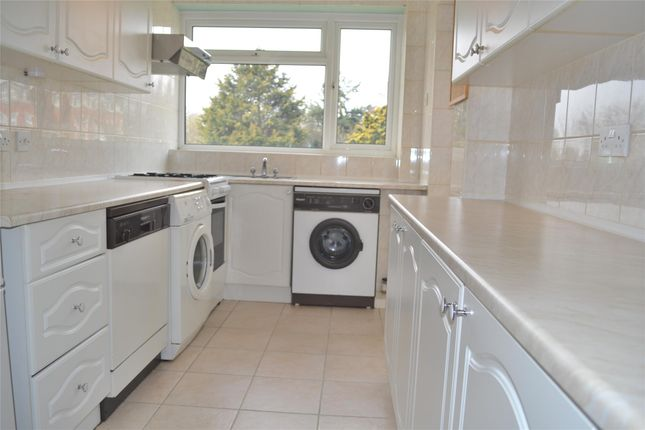 Thumbnail Flat to rent in Manor Road, Barnet, Hertfordshire