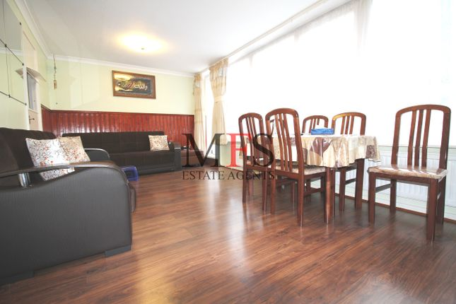 Thumbnail Flat to rent in Oakleigh Court, Southall