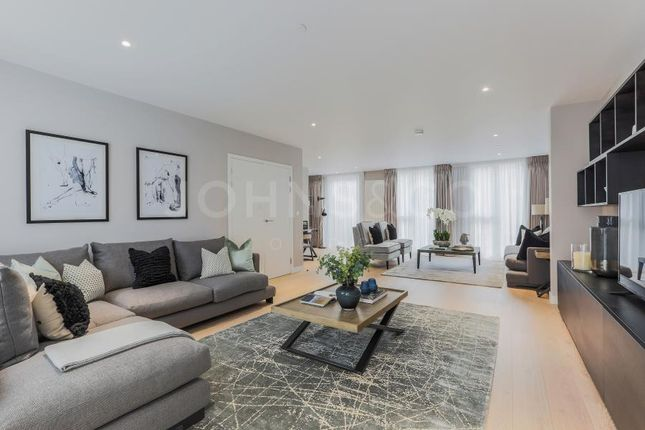 Thumbnail Town house for sale in Royal Wharf, Compass House Townhouse, London