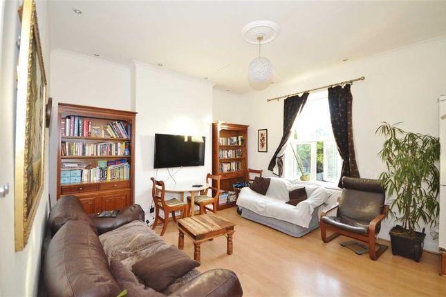 Thumbnail Flat to rent in Long Lane, London