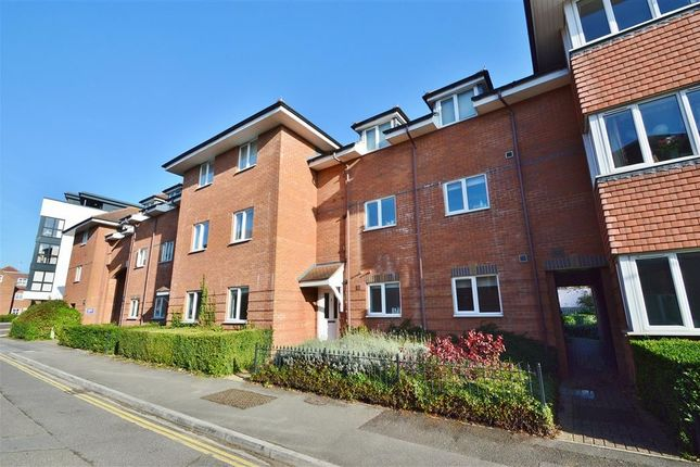 Thumbnail Flat to rent in Campion House, Oddfellows Road, Newbury