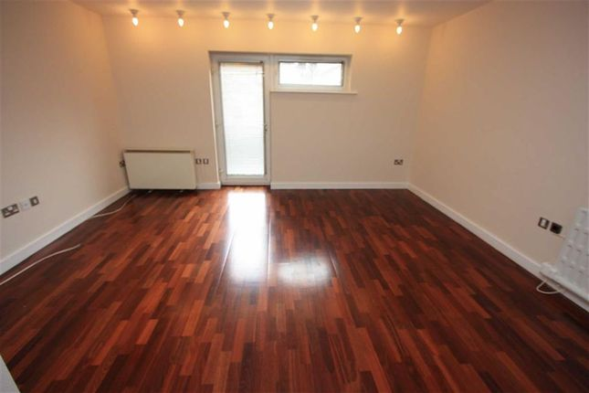 Thumbnail Flat to rent in Spencers Wood, Bromley Cross, Bolton