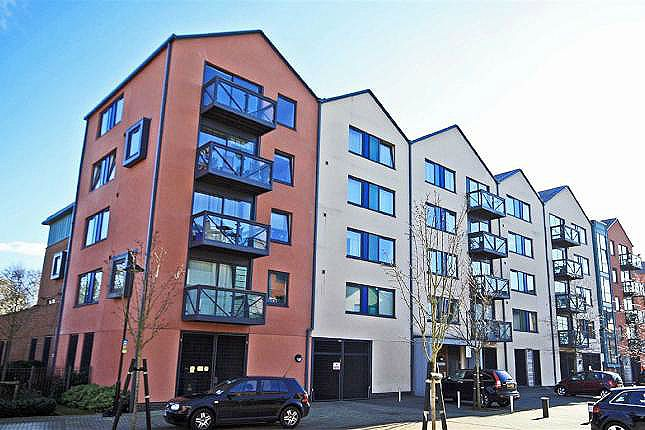 Thumbnail Flat to rent in Union Lane, Isleworth, Middlesex