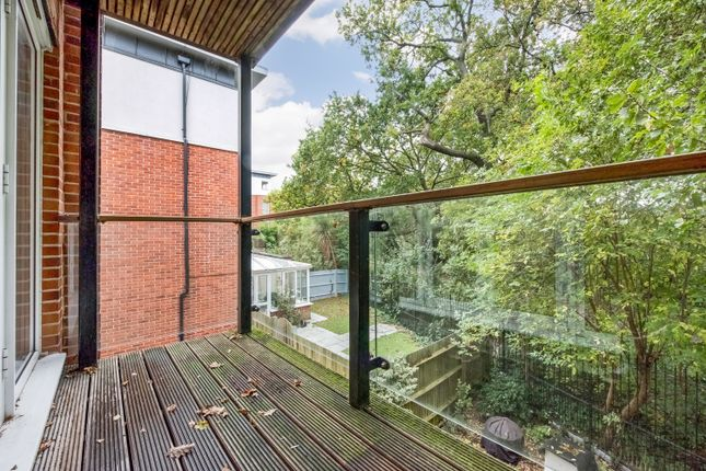 2 bed flat for sale in Highwood Close, East Dulwich SE22