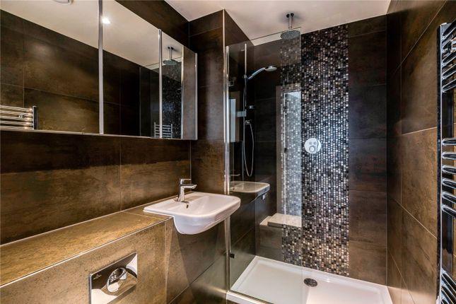 Bathroom of Mercer House, 20 St. Josephs Street, London SW8