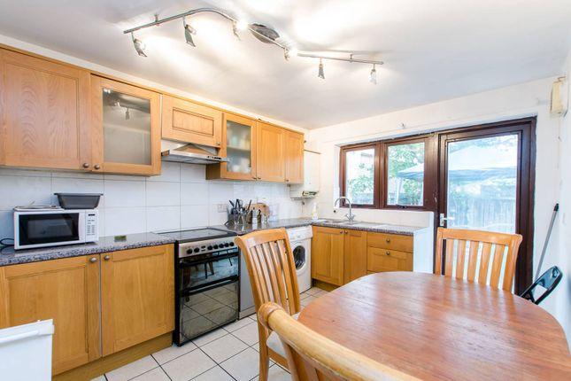 Thumbnail Terraced house for sale in Laburnum Street, Hoxton