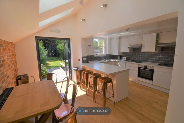 Thumbnail 6 bed flat to rent in Donnington Road, Reading