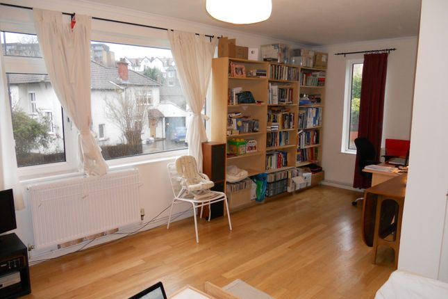 2 bed flat to rent in Chapel Green Lane, Redland