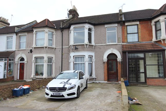 Thumbnail Flat to rent in Woodlands Road, Ilford Essex