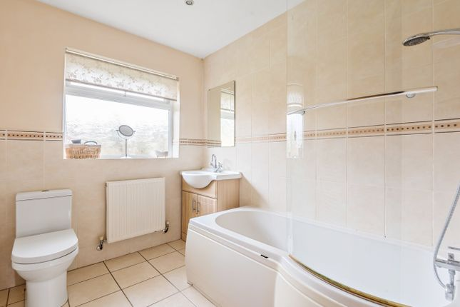 Bathroom of St David's Road, Clanfield PO8