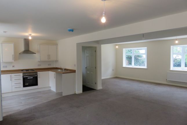 Thumbnail Flat to rent in Weelsby Road, Grimsby