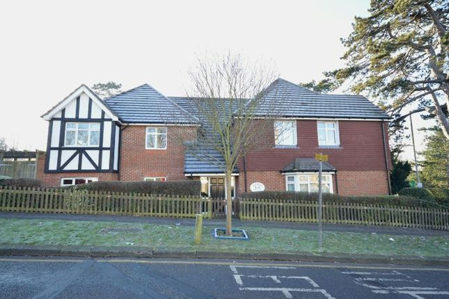 Thumbnail Flat to rent in Elmcroft Drive, Chessington