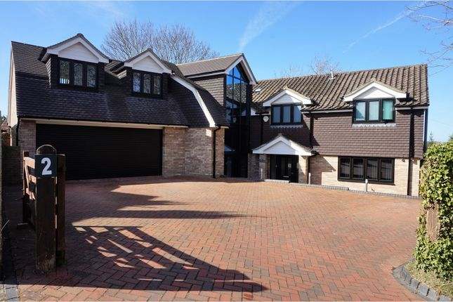 Thumbnail Detached house for sale in Quennells Hill, Farnham