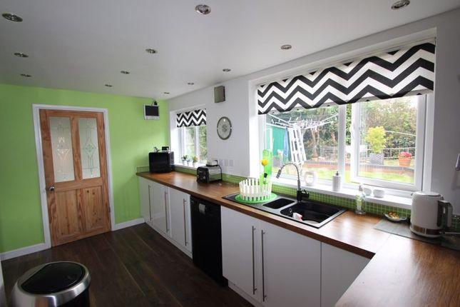 Kitchen of Crooks Lane, Studley B80