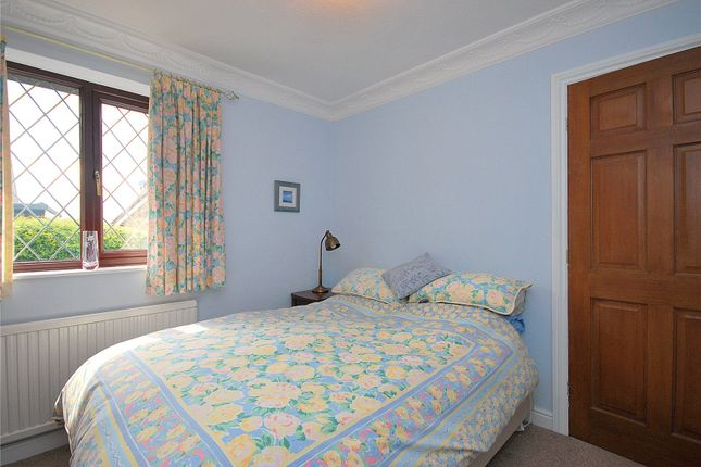 Picture No. 20 of Lady Heton Close, Mirfield, West Yorkshire WF14