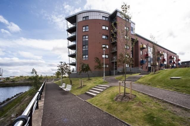 2 bed flat to rent in 14 Cardon Square PA4,