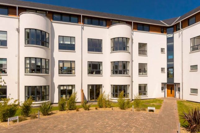 Thumbnail Flat for sale in Brighouse Park Cross, Edinburgh